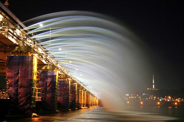 Музыкальный мост-фонтан Банпо