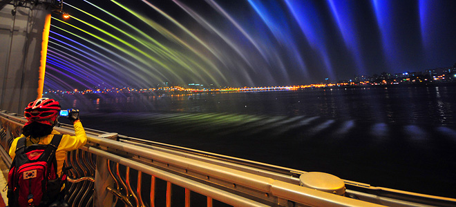 Разноцветный мост-фонтан Банпо в Сеуле (11 фото)