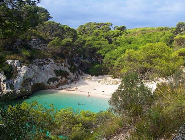 Необычный пляж Галпиюри в Испании