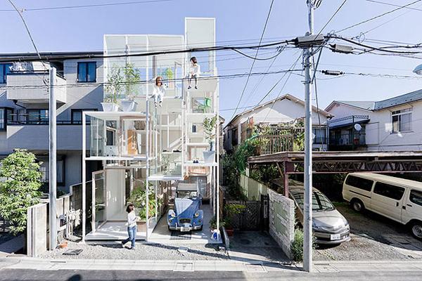 Прозрачный дом House NA на окраине Токио