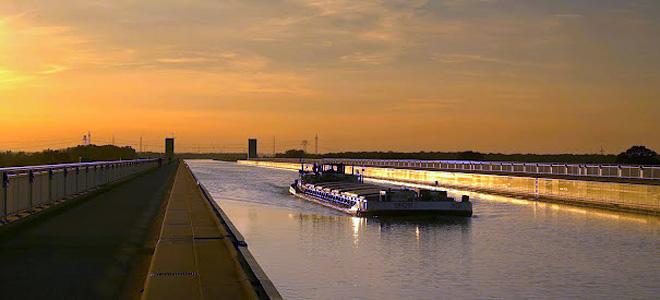Магдебургский водный мост в Германии (9 фото)