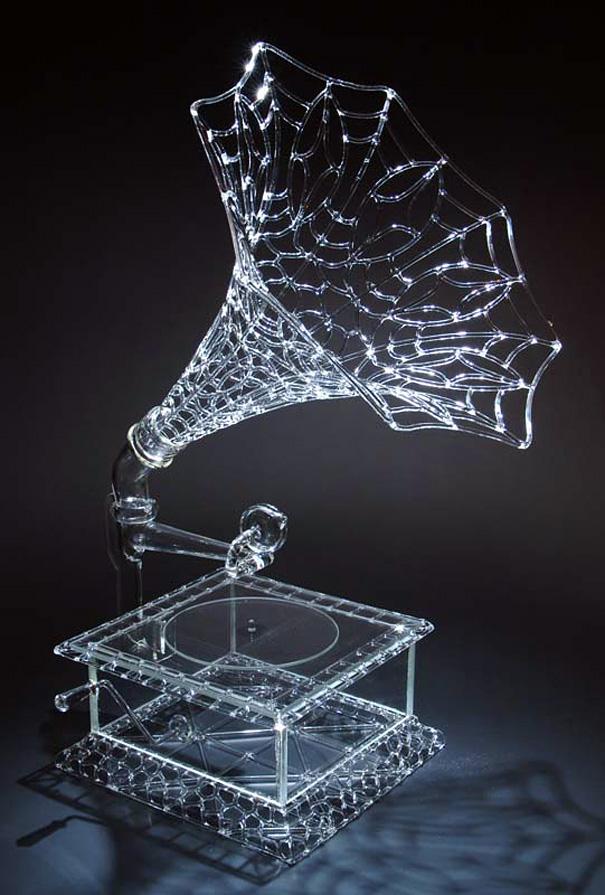 Роберт Микелсон и его стеклянные паутины