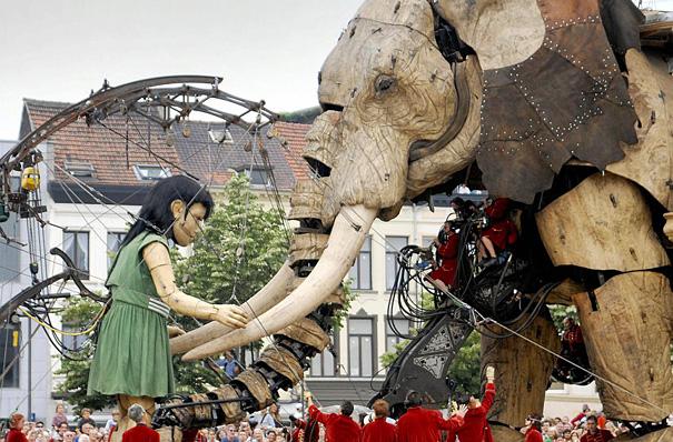 Театр гигантских марионеток Роял де Люкс