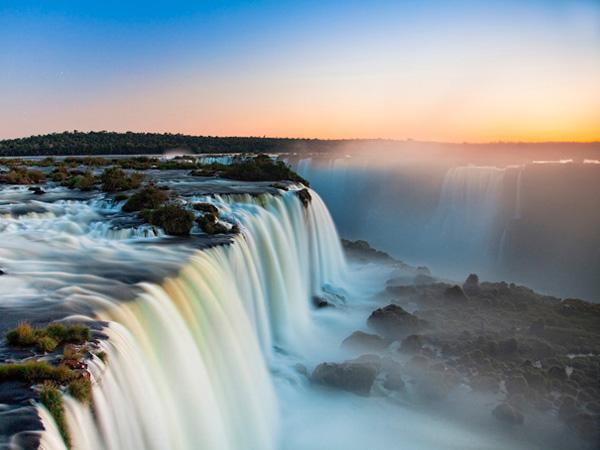 Водопад Игуасу на границе Бразилии и Аргентины