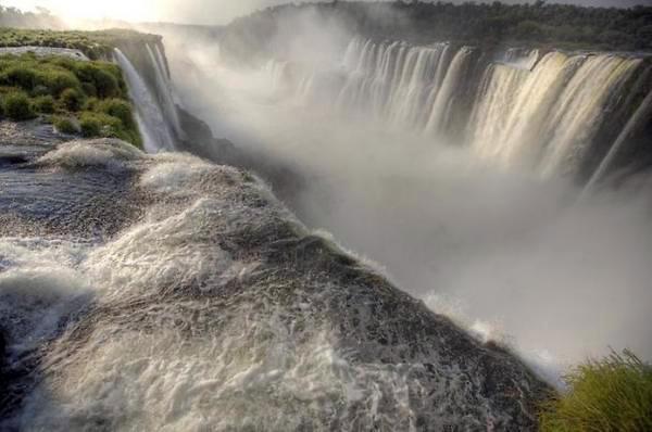 Дьявольский бассейн на краю водопада Виктория