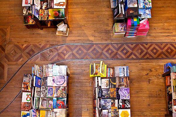 Сказочный книжный магазин Livraria Lello