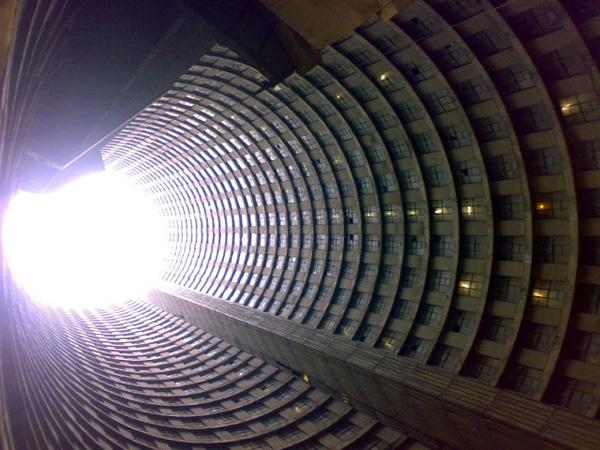 Необычный небоскреб Ponte City в Йоханнесбурге