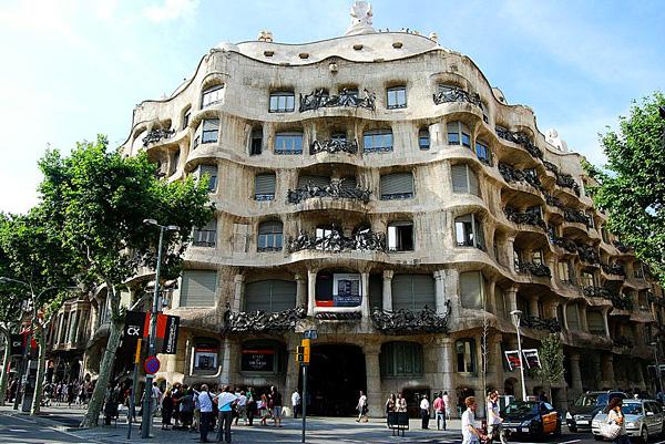 Дом Мила в Барселоне