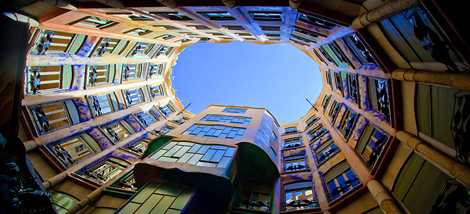 Дом Мила в Барселоне — последняя работа Гауди (9 фото)