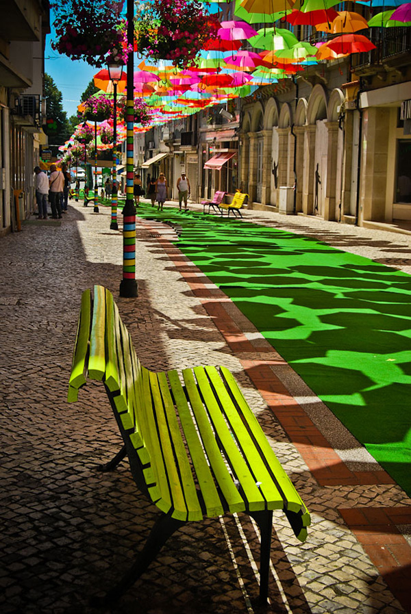 Небесные зонтики в небе Португалии