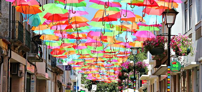 «Небесные зонтики» в Португалии (9 фото)