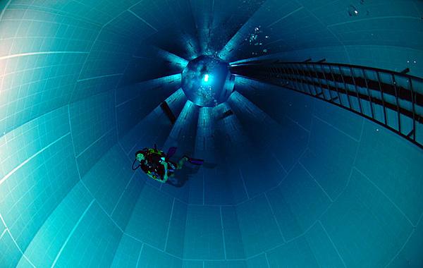 Самый глубокий бассейн в мире Немо 33