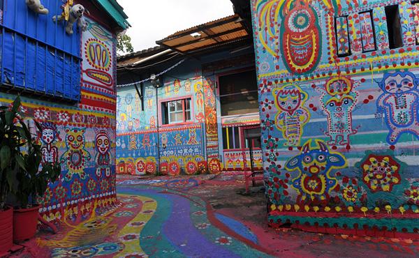 Радужная деревня на окраине города Тайчжун