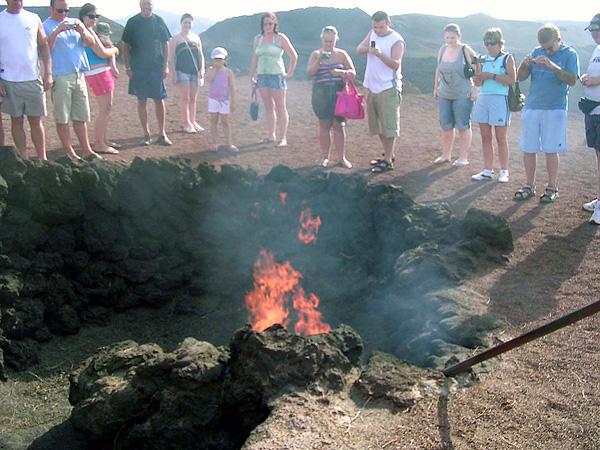 Ресторан El Diablo где готовят над жерлом вулкана