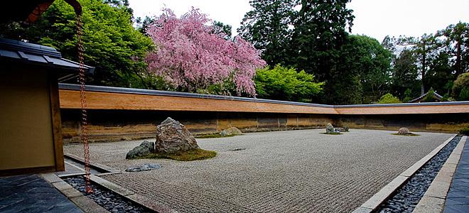 Сад камней Рёандзи в Киото (9 фото)