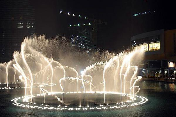 Самый большой музыкальный фонтан в мире в Дубае