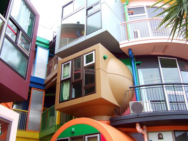 Дома обратимой судьбы в Митаке