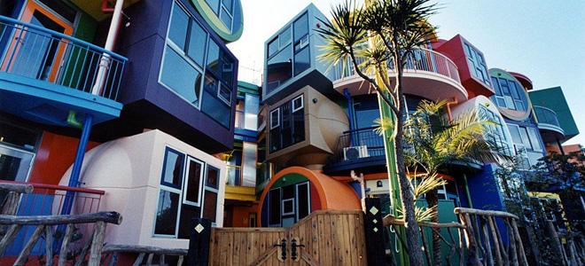 Дома «обратимой судьбы» в Митаке (9 фото)