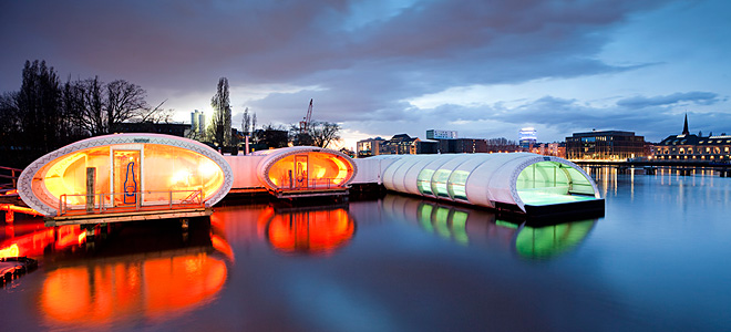 Бассейн Badeschiff на реке Шпрее (9 фото)