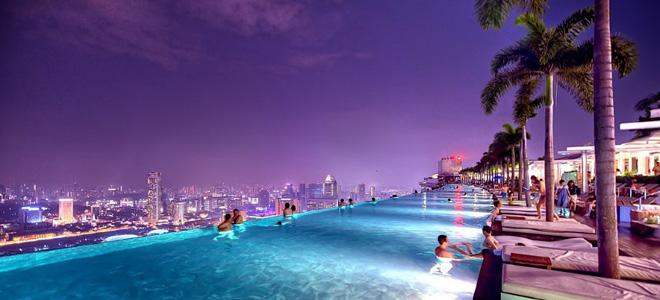 Бассейн на крыше отеля в Сингапуре (13 фото)