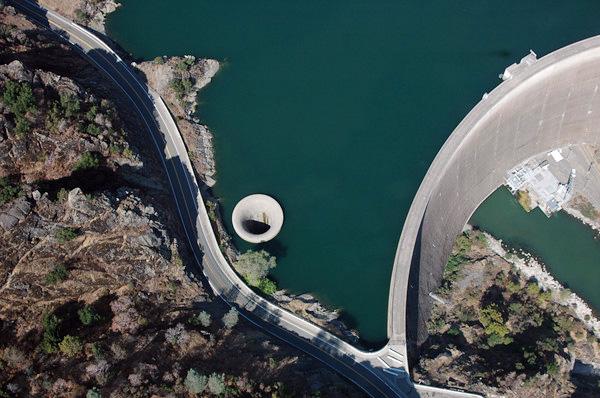 Дыра Славы плотины Монтичелло
