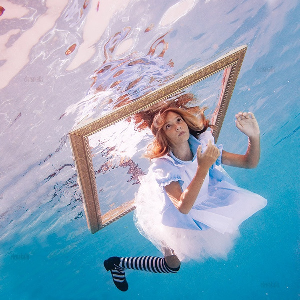 Елены Калис и ее фотопроект Алиса в Подводном царстве
