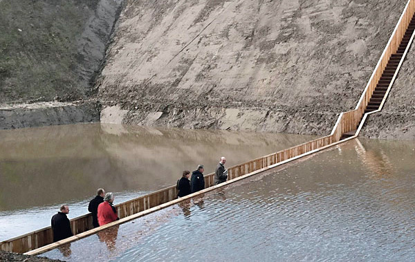 Мост Форт де Рувьер в воде