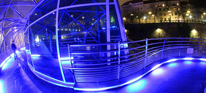 Мост-остров Муринзель в Граце (11 фото)