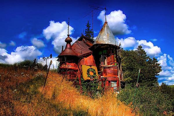 Виктор Мур и его замок Junk Castle