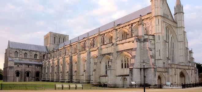 Величественный Винчестерский собор в Хэмпшире (9 фото)