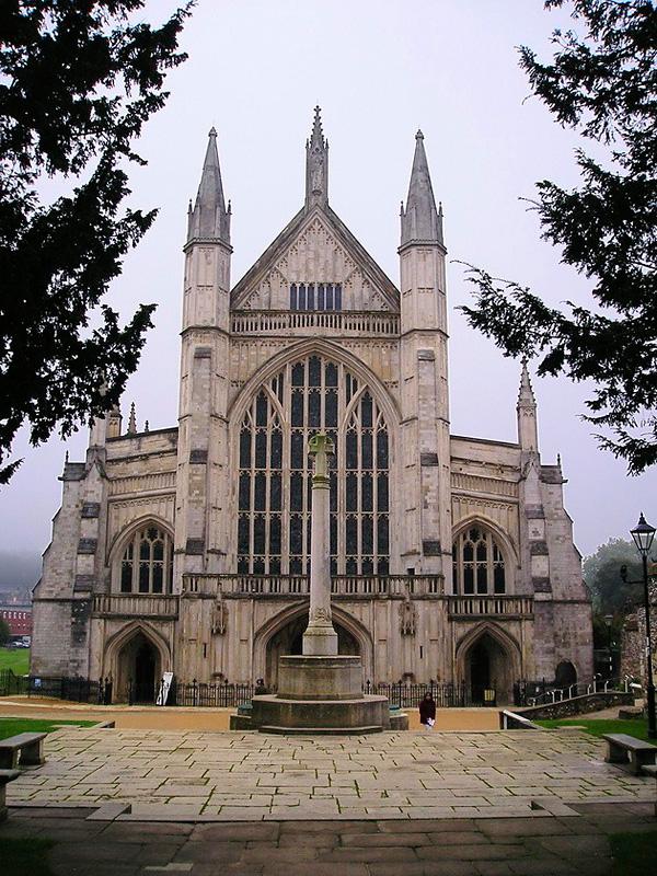 Величественный Винчестерский собор в Хэмпшире
