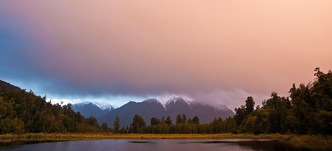 Зеркальное озеро Мэтисон в Новой Зеландии (7 фото)