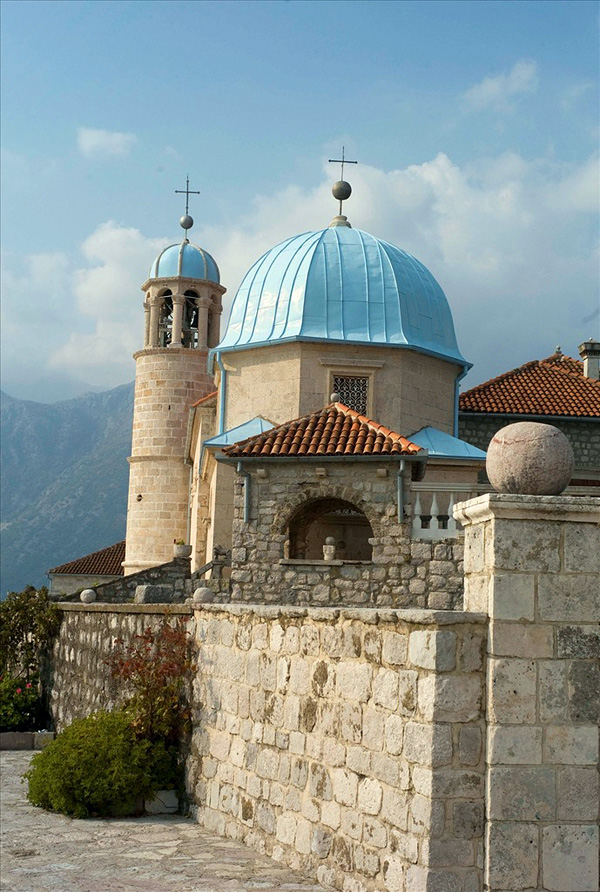 Церковь Богородицы на острове Госпа од Шкрпела