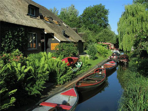 Живописная деревня Гитхорн в Голландии (6)