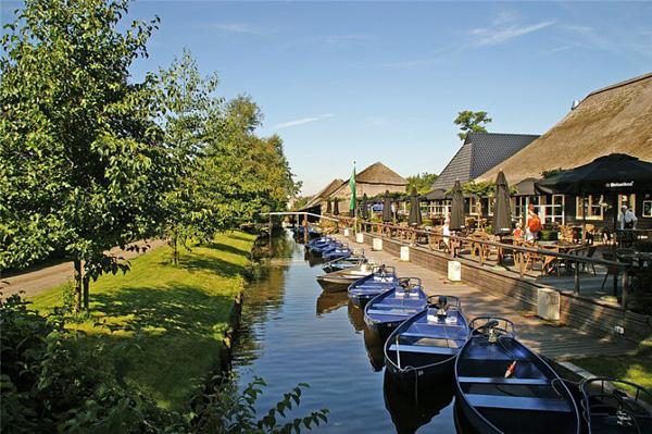 Живописная деревня Гитхорн в Голландии (5)