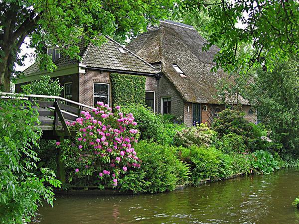 Живописная деревня Гитхорн в Голландии (4)