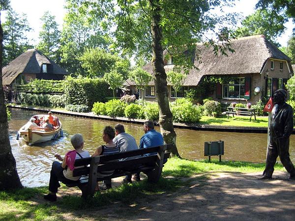Живописная деревня Гитхорн в Голландии (15)