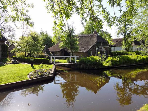 Живописная деревня Гитхорн в Голландии (13)