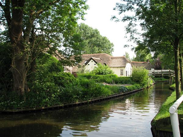 Живописная деревня Гитхорн в Голландии (10)