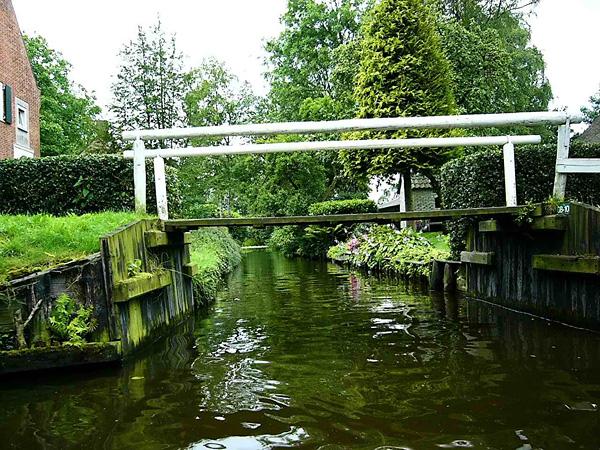 Живописная деревня Гитхорн в Голландии (8)