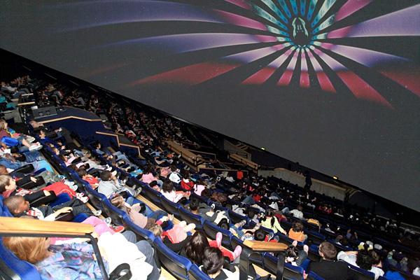 Удивительный кинотеатр Жеод в Париже