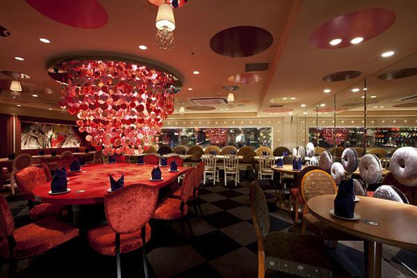 Красивейший ресторан Алиса в Стране чудес в Токио
