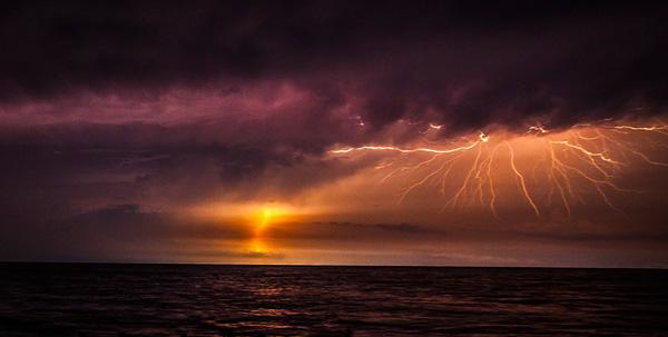 Бесконечные молнии Кататумбо: сильнейший генератор озона на планете