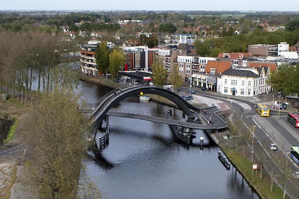 Мост Melkwegbridge в Пурмеренде