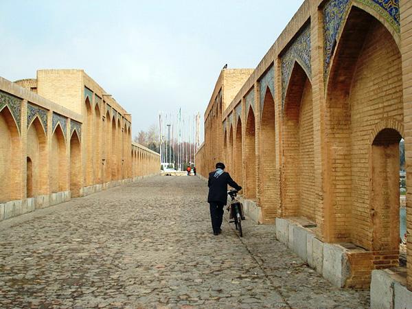 Величественный мост Хаджу в Иране
