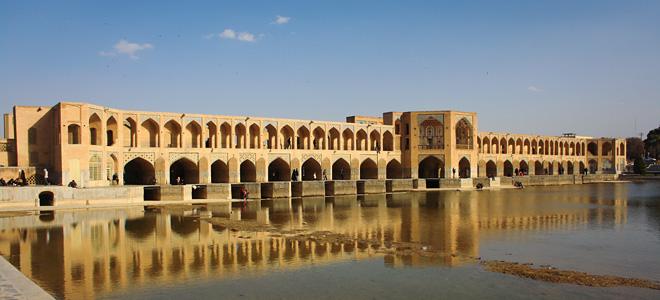 Величественный мост Хаджу в Иране (7 фото)