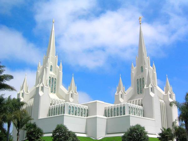 Храм мормонов в Калифорнии