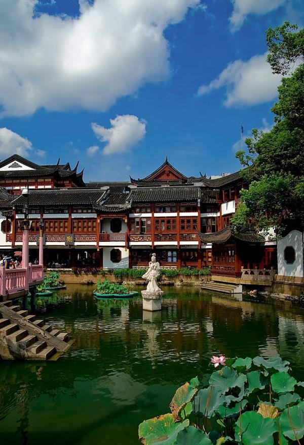 Сад Радости Юйюань в центре Шанхая