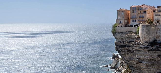 Город Бонифачо на острове Корсика (3 фото)