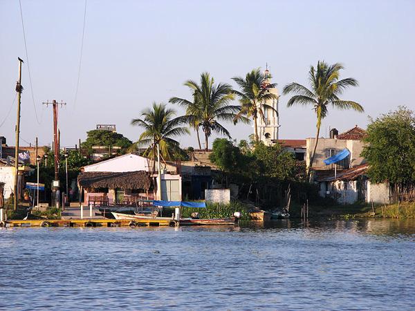 Город-остров Мескальтитан в Мексике  (7)